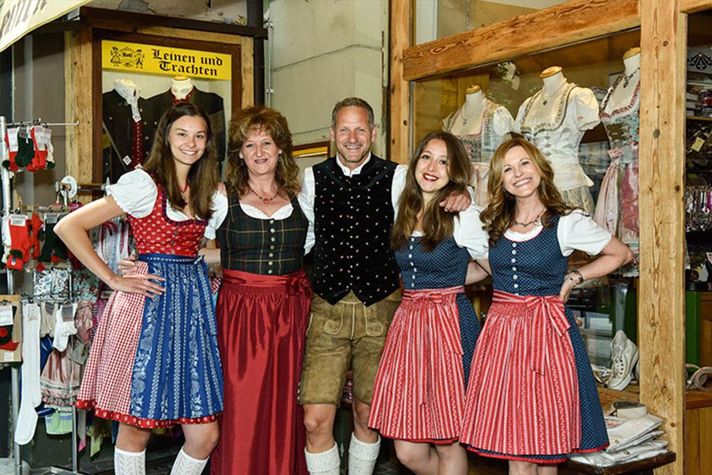 Das Team von Trachten Roll in Villach